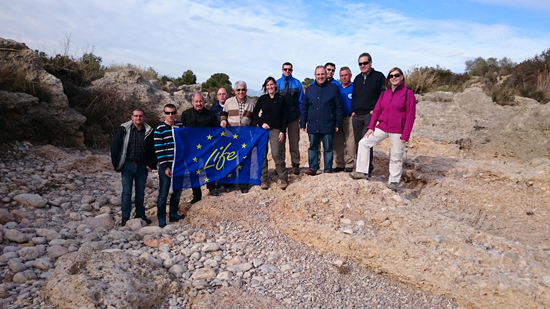 The TRivers team at the Cérvol River with members of the Júcar Water Agency. Photo: N.Cid.